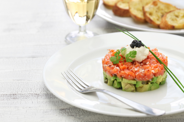 Salmon and avocado tartar with De Pró Cava